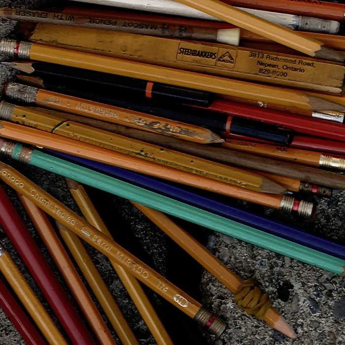 pencils found ransom sought by postbear Völlig überzeichnet
