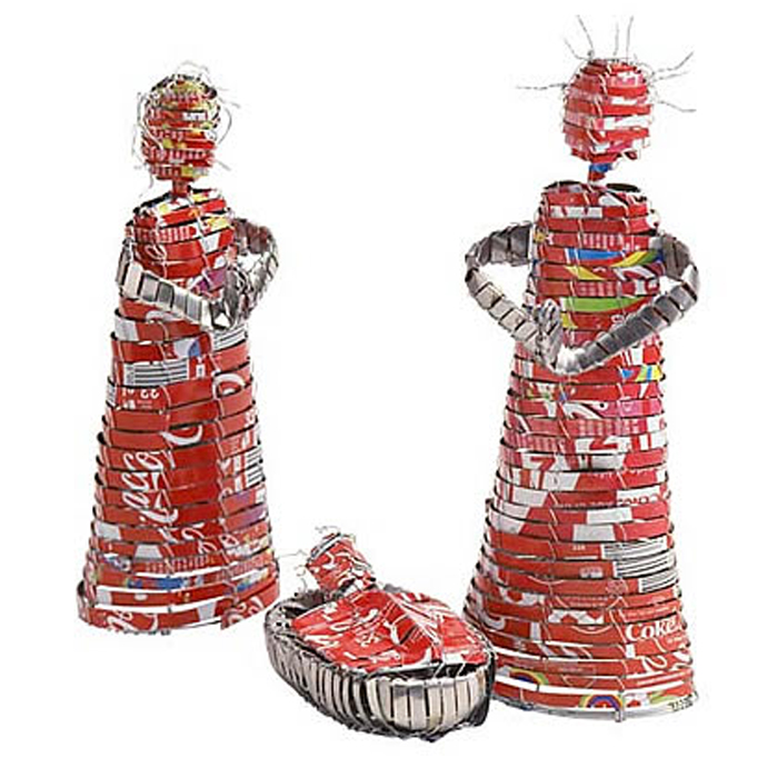 coca cola nativity unusual recycled cool nativity scenecokecannativity Jesus Junk   Die Krippenkunde