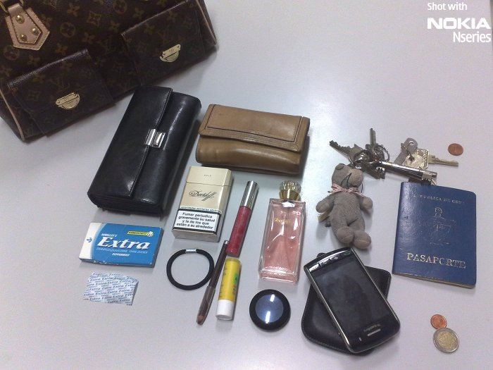 Whats Marila M Garcia Inhalt 261109 Whats in your bag, Marila Mari Garcia?