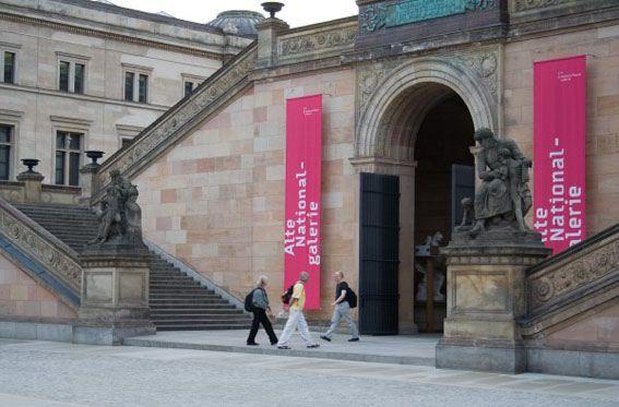 Image 8 Alte Nationalgalerie 6. Berlin Biennale – Wirklich das, was draußen wartet?
