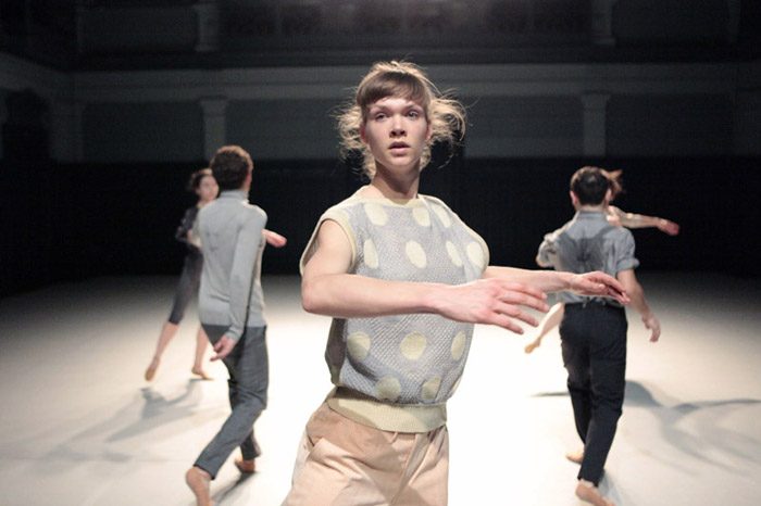Lucinda Interior Drama8%C2%A9AnjaBeutler 700 Short Shots 2.0: Nicole Beutler, Choreographin & Performerin