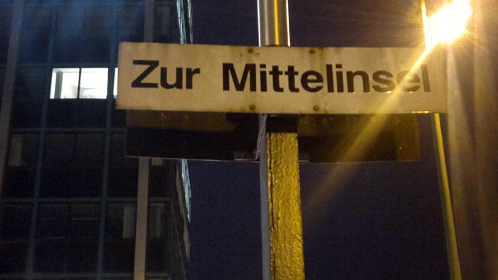 08122011142 Am Knie von Gabriele Schulze