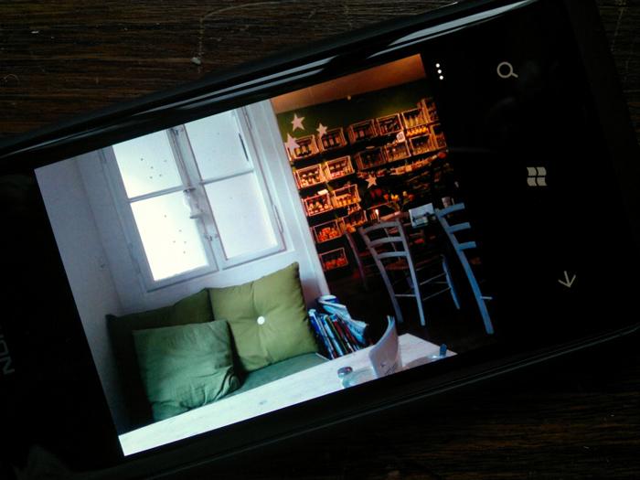 25012012208 Mit dem Nokia Lumia 800 durch Schrift und Bild