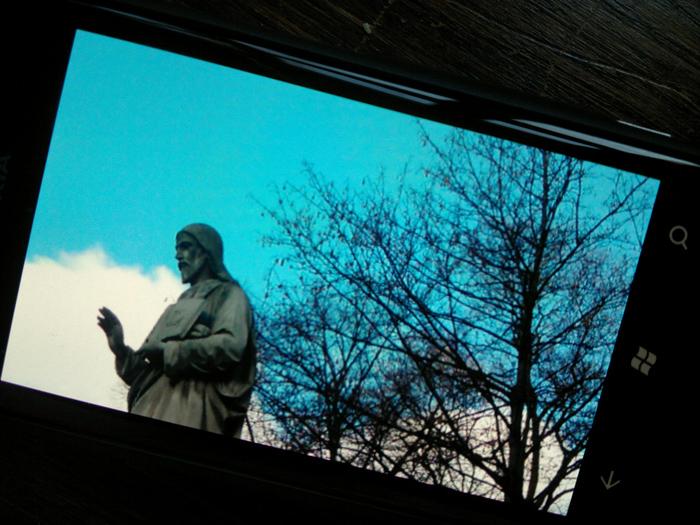 25012012210 Mit dem Nokia Lumia 800 durch Schrift und Bild