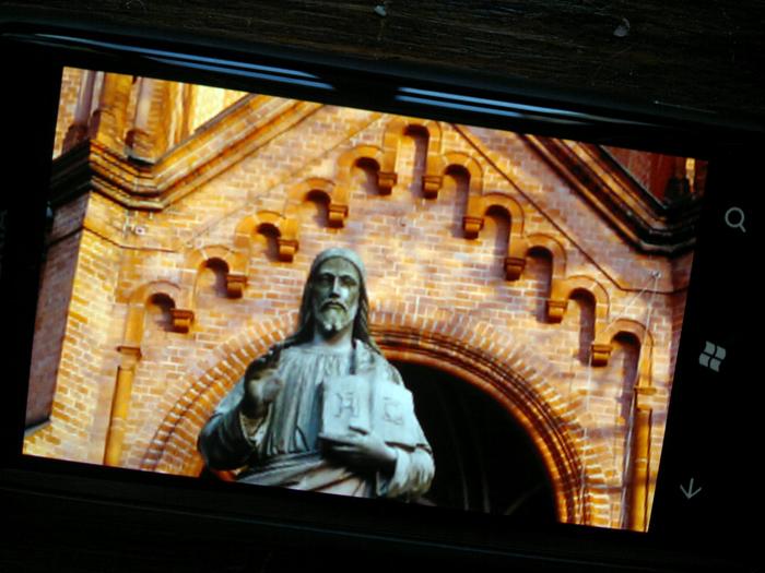 25012012211 Mit dem Nokia Lumia 800 durch Schrift und Bild