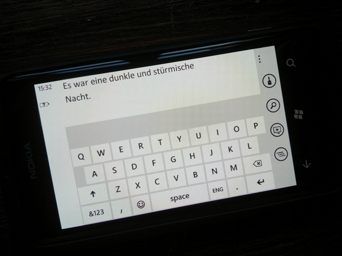 25012012221 Mit dem Nokia Lumia 800 durch Schrift und Bild